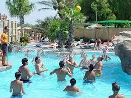 El 80 de los padres con hijos que han tenido piojos cree for Piojos piscina